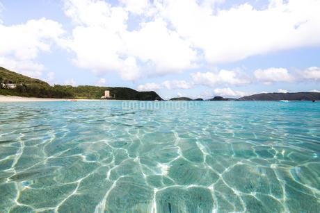 沖縄県座間味ビーチの写真素材 [FYI04089840]
