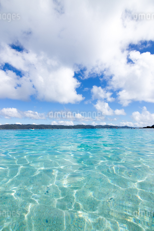 沖縄県座間味ビーチの写真素材 [FYI04089842]