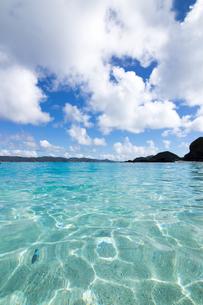 沖縄県座間味ビーチの写真素材 [FYI04089843]