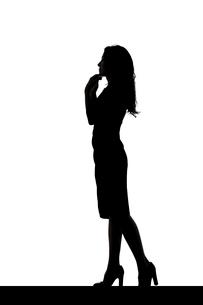 スリムな日本人女性のシルエットのイラスト素材 [FYI04089868]