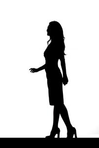 スリムな日本人女性のシルエットのイラスト素材 [FYI04089869]