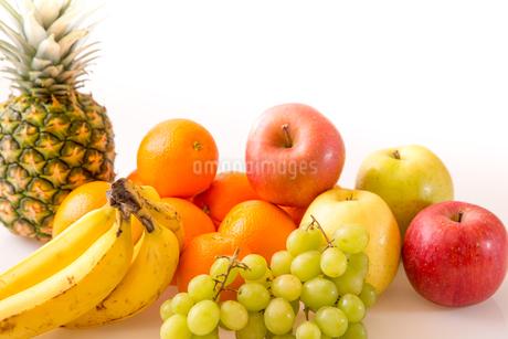 白背景のフルーツの写真素材 [FYI04089905]