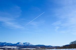 飛行機雲の写真素材 [FYI04090037]