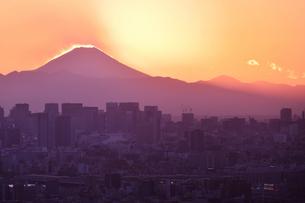 東京から見るダイヤモンド富士の写真素材 [FYI04090361]