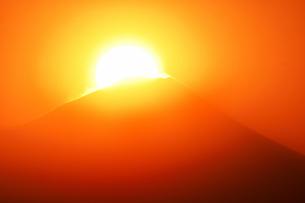 ダイヤモンド富士の写真素材 [FYI04090362]
