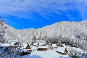世界文化遺産 冬の菅沼合掌造り集落の写真素材 [FYI04090375]