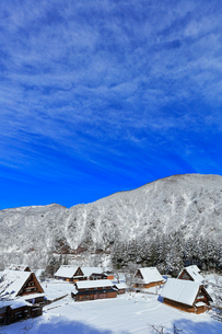 世界文化遺産 冬の菅沼合掌造り集落の写真素材 [FYI04090376]