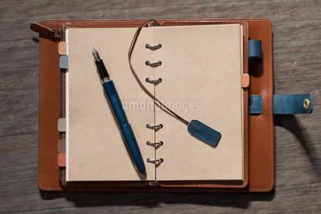手帳と万年筆の写真素材 [FYI04090586]