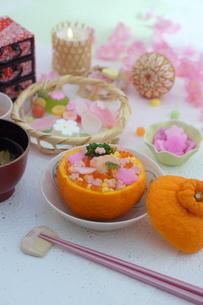 お花畑のみかんずしで雛祭りの写真素材 [FYI04090620]