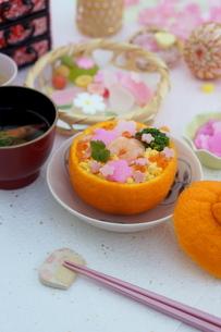 お花畑のみかんずしで雛祭りの写真素材 [FYI04090622]