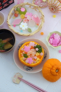お花畑のみかんずしで雛祭りの写真素材 [FYI04090624]