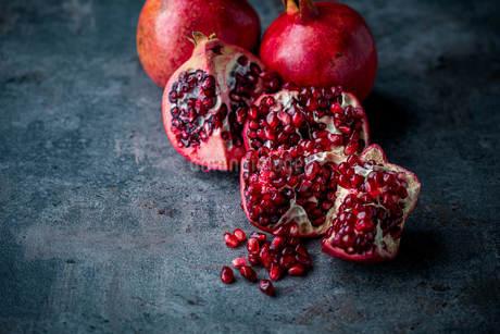 Ripe pomegranate. Pomegranate on black background. Dessert,food.の写真素材 [FYI04090647]