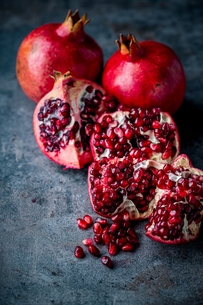Ripe pomegranate. Pomegranate on black background. Dessert,food.の写真素材 [FYI04090648]