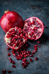 Ripe pomegranate. Pomegranate on black background. Dessert,food.の写真素材 [FYI04090649]