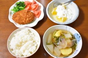 白米とその他3品の食事の写真素材 [FYI04091357]