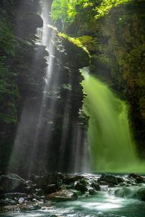 雄飛の滝の写真素材 [FYI04091488]