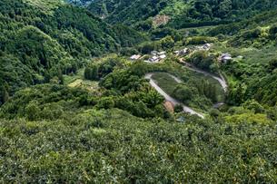 和歌山と大阪の県境、蔵王峠の写真素材 [FYI04091971]