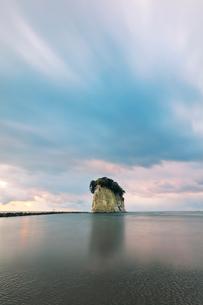 能登半島国定公園 朝の見附島の写真素材 [FYI04092323]