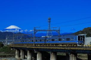 富士山と小田急1000形の写真素材 [FYI04092358]