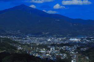大山と小田急ロマンスカーGSEの写真素材 [FYI04092366]