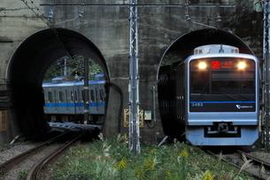 トンネルを通過する小田急3000形の写真素材 [FYI04092373]