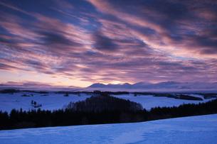 十勝岳連峰の朝の写真素材 [FYI04092550]