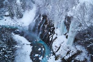 白ひげの滝と氷瀑と美瑛川の写真素材 [FYI04092552]
