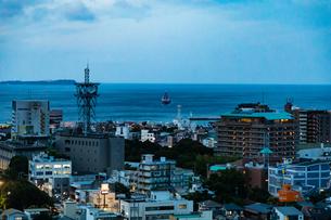 伊東温泉 夕景の写真素材 [FYI04092576]