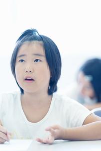 勉強する小学生の写真素材 [FYI04092629]