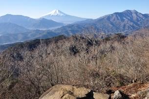 高川山より望む富士山の写真素材 [FYI04092674]