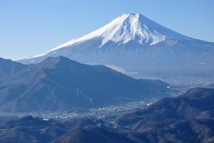 富士と麓の街の写真素材 [FYI04092676]