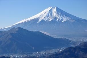 富士と麓の街の写真素材 [FYI04092677]