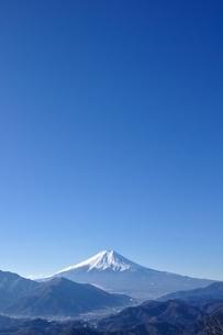 青天に富士山の写真素材 [FYI04092697]