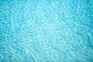 綺麗な水面の写真素材 [FYI04092712]
