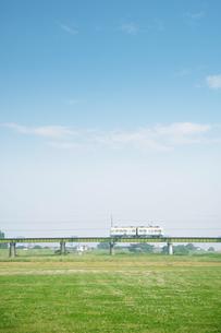早朝の電車の写真素材 [FYI04092713]
