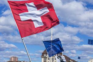 スイスの国旗の写真素材 [FYI04093019]