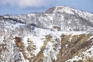 蛭ヶ岳へのびる雪の丹沢主脈の写真素材 [FYI04093068]