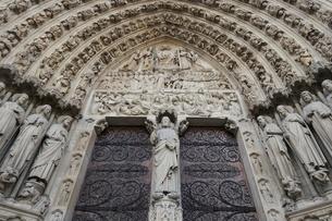 パリのシテ島、ノートルダム寺院の写真素材 [FYI04093193]