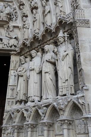 パリのシテ島、ノートルダム寺院の門の写真素材 [FYI04093195]