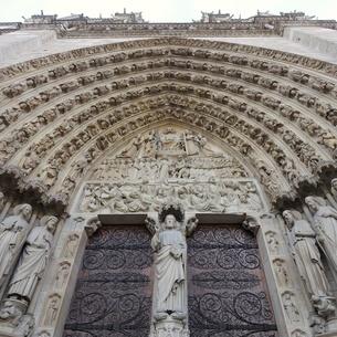 パリのシテ島、ノートルダム寺院の門の写真素材 [FYI04093198]