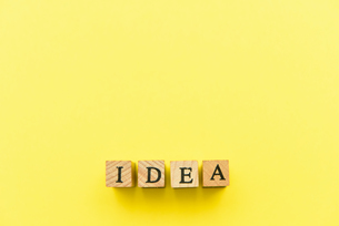 アルファベット テキスト 文字 英字 単語 スタンプ 素材 黄色の写真素材 [FYI04093258]