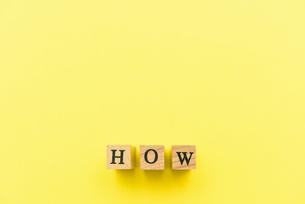 アルファベット テキスト 文字 英字 単語 スタンプ 素材 黄色の写真素材 [FYI04093261]