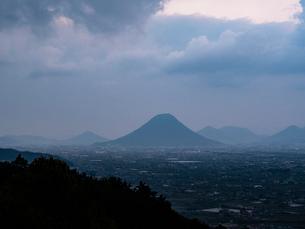 四国香川県・金比羅宮より望む讃岐富士の写真素材 [FYI04093325]