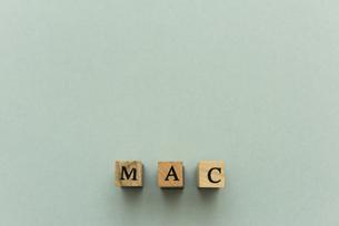 アルファベット テキスト 文字 英字 単語 スタンプ 素材 グレーの写真素材 [FYI04093336]