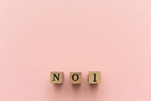 アルファベット テキスト 文字 英字 単語 スタンプ 素材 ピンクの写真素材 [FYI04093339]