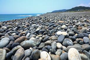 【地理&地学教材用】 七里御浜(しちりみはま)の礫浜(ビーチグラベル)の写真素材 [FYI04093370]