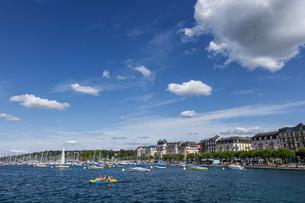 スイス、ジュネーブのレマン湖風景の写真素材 [FYI04093770]
