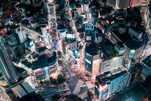 俯瞰で望む渋谷の夜景の写真素材 [FYI04093930]