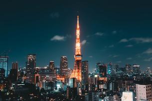 東京都心の夜景と東京タワーの写真素材 [FYI04093997]