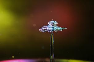 水滴のハイスピード撮影の写真素材 [FYI04094855]